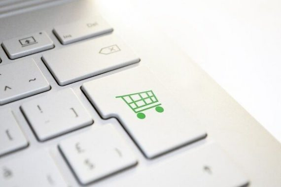 клавиатура с нарисованной корзиной покупок